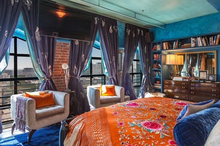 johnny-depp-pone-su-penthouse-a-la-venta-y-es-mas-de-lo-que-se-puedan-imaginar-dormitorio-1