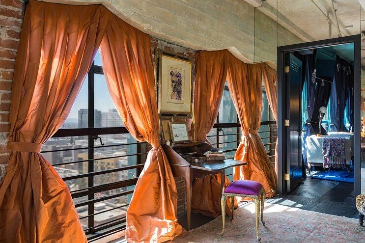 johnny-depp-pone-su-penthouse-a-la-venta-y-es-mas-de-lo-que-se-puedan-imaginar-dormitorio-2