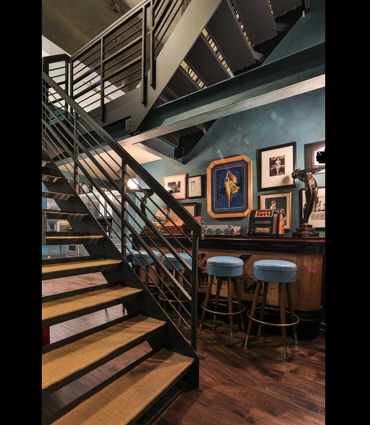 johnny-depp-pone-su-penthouse-a-la-venta-y-es-mas-de-lo-que-se-puedan-imaginar-escaleras