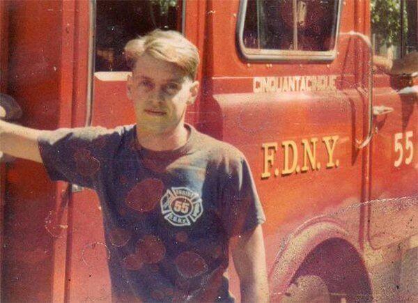 la-historia-de-este-actor-tras-el-911-lo-convierte-es-un-heroe-en-la-vida-real-bombero