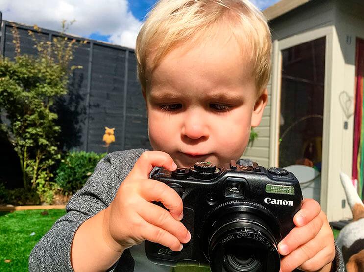 le-dieron-una-camara-fotografica-a-este-bebe-y-el-resultado-es-increible-17