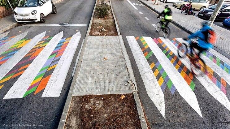 madrid-convierte-sus-lineas-peatonales-en-coloridas-obras-de-arte-cruce