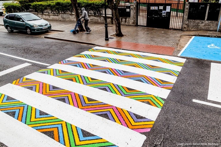 madrid-convierte-sus-lineas-peatonales-en-coloridas-obras-de-arte-diseno