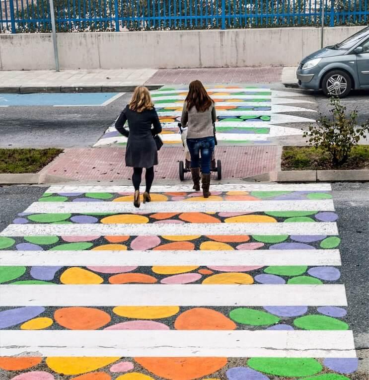 madrid-convierte-sus-lineas-peatonales-en-coloridas-obras-de-arte-mamas