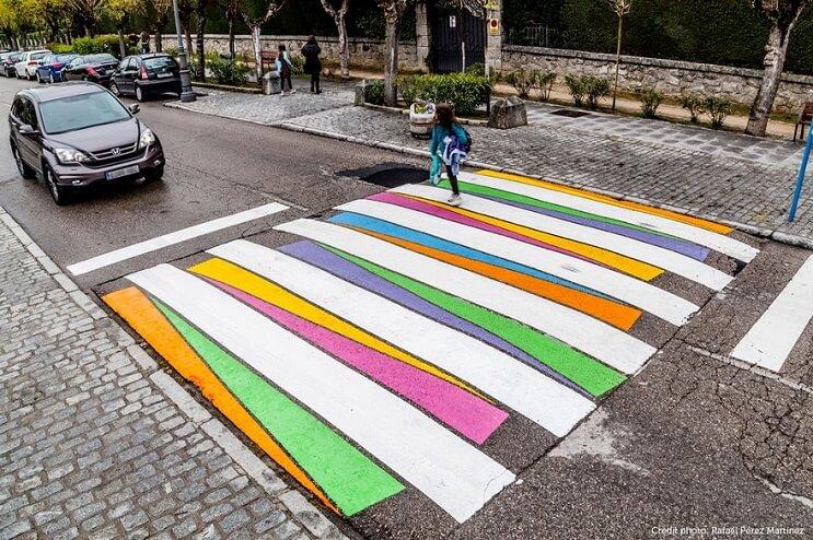 madrid-convierte-sus-lineas-peatonales-en-coloridas-obras-de-arte-peaton