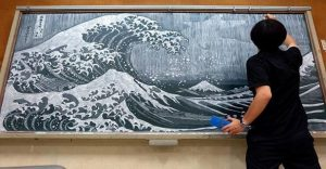 Profesor Japonés incentiva a sus alumnos haciendo obras de arte en su pizarra