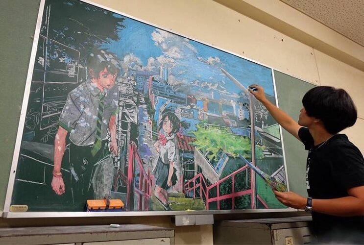 profesor-japones-incentiva-a-sus-alumnos-haciendo-obras-de-arte-en-su-pizarra-mangas