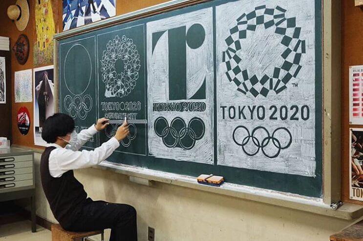 profesor-japones-incentiva-a-sus-alumnos-haciendo-obras-de-arte-en-su-pizarra-olimpiadas