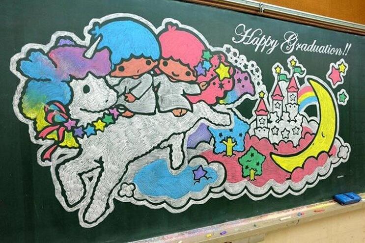 profesor-japones-incentiva-a-sus-alumnos-haciendo-obras-de-arte-en-su-pizarra-unicornios