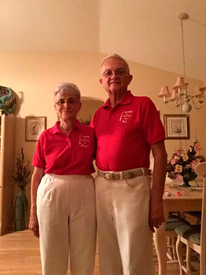 tienen-52-anos-de-casados-y-todos-los-dias-se-visten-igual-2