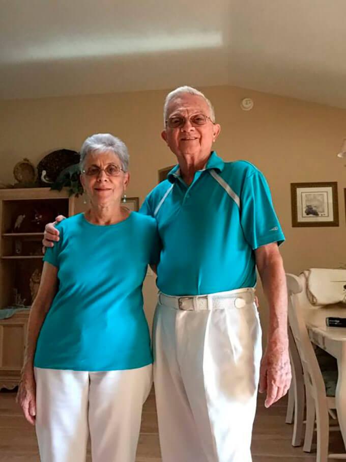 tienen-52-anos-de-casados-y-todos-los-dias-se-visten-igual