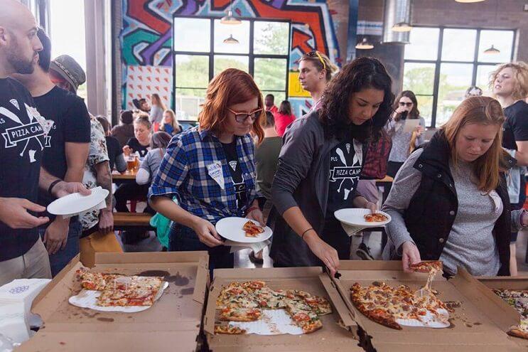 un-campamento-de-pizza-que-convierte-el-sueno-de-muchos-en-realidad-almuerzo
