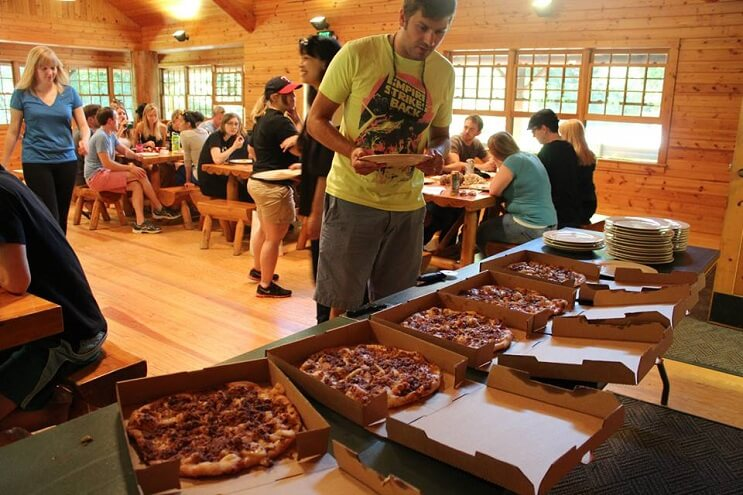 un-campamento-de-pizza-que-convierte-el-sueno-de-muchos-en-realidad-pizzas
