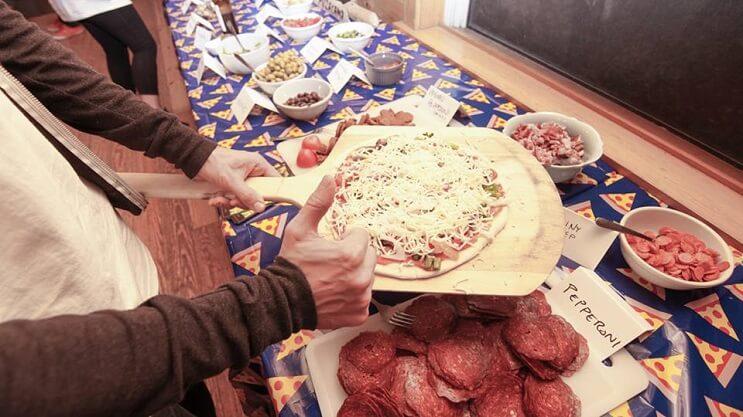 un-campamento-de-pizza-que-convierte-el-sueno-de-muchos-en-realidad-preparando