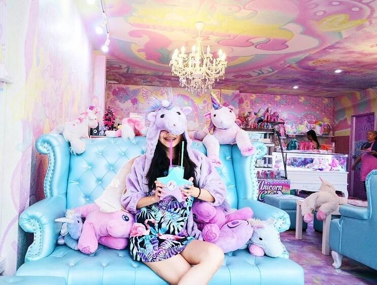 una-estrambotica-cafeteria-de-unicornio-que-a-muchos-le-encantara-1