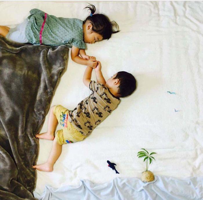 una-madre-hace-que-sus-gemelos-vivan-grandes-aventuras-mientras-ellos-duermen-ayuda