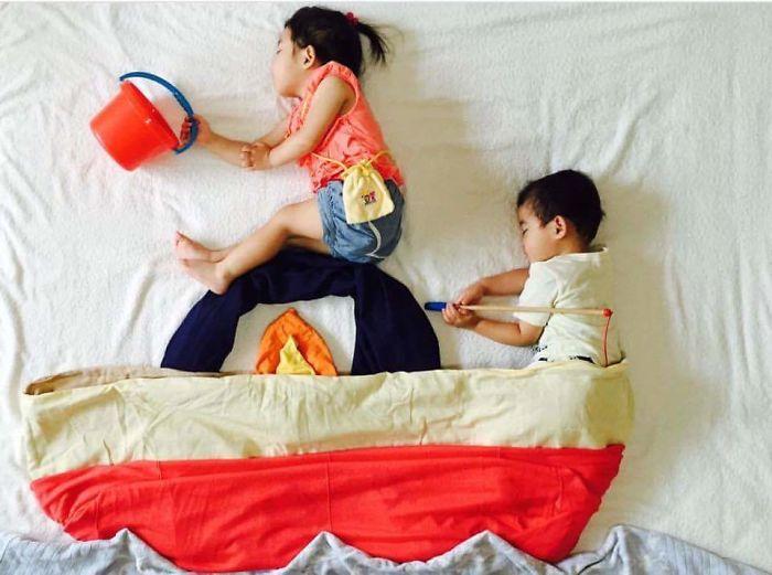 una-madre-hace-que-sus-gemelos-vivan-grandes-aventuras-mientras-ellos-duermen-bote
