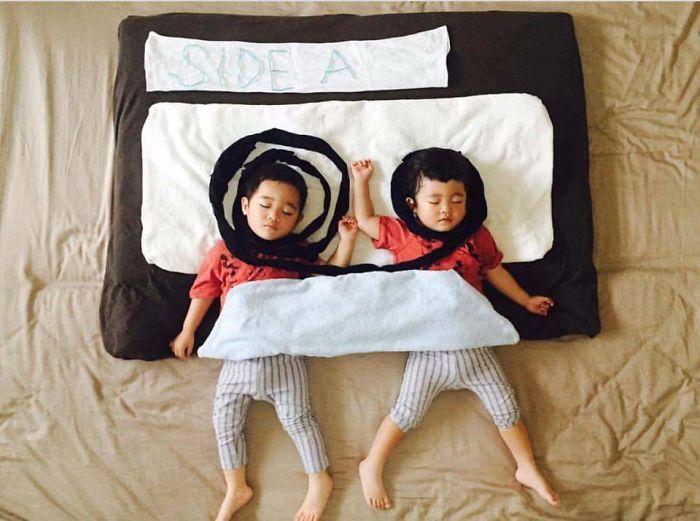 una-madre-hace-que-sus-gemelos-vivan-grandes-aventuras-mientras-ellos-duermen-cassete
