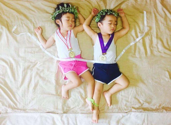 una-madre-hace-que-sus-gemelos-vivan-grandes-aventuras-mientras-ellos-duermen-olimpiadas