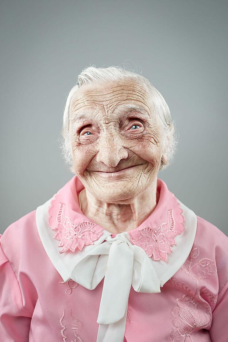 una-sesion-fotografica-que-nos-muestra-que-la-sonrisa-nunca-envejece-4