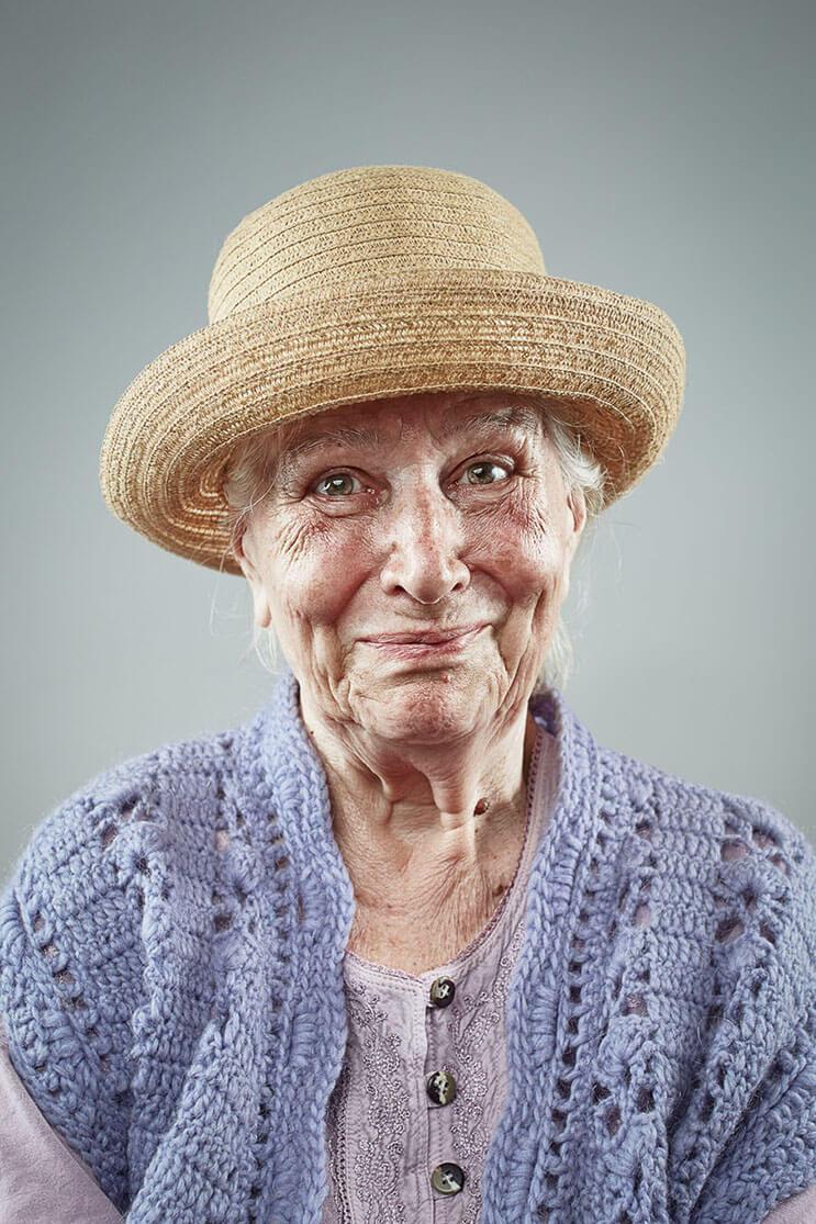 una-sesion-fotografica-que-nos-muestra-que-la-sonrisa-nunca-envejece-8