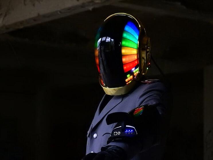 unos-espanoles-han-creado-el-casco-de-daft-punk-mas-alucinante-que-hay-colores