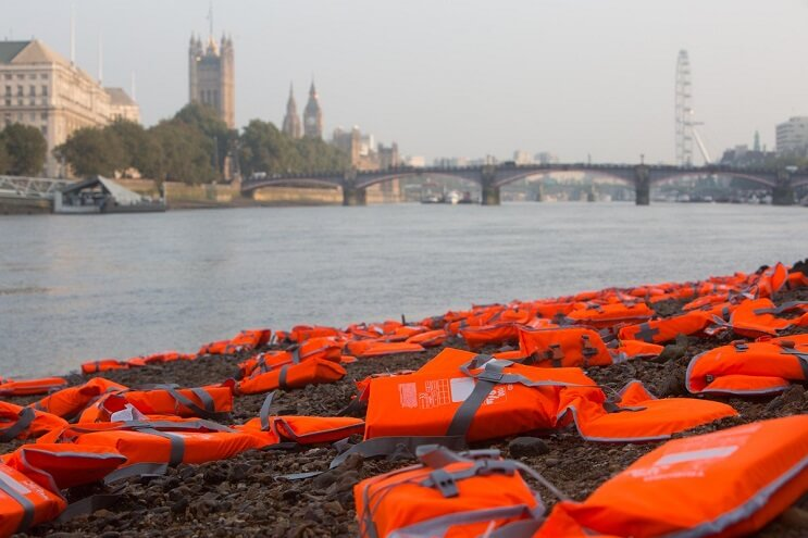 lifejackets-has-been-placed-outside-the-houses-of-parliament-orilla