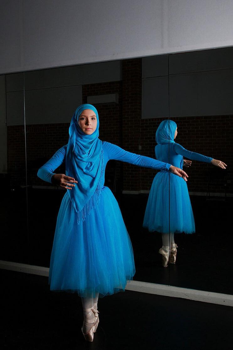 bailarina-con-un-hiyab-nos-muestra-como-esta-danza-y-la-cultura-pueden-emerger-10