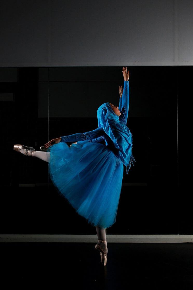 bailarina-con-un-hiyab-nos-muestra-como-esta-danza-y-la-cultura-pueden-emerger-2