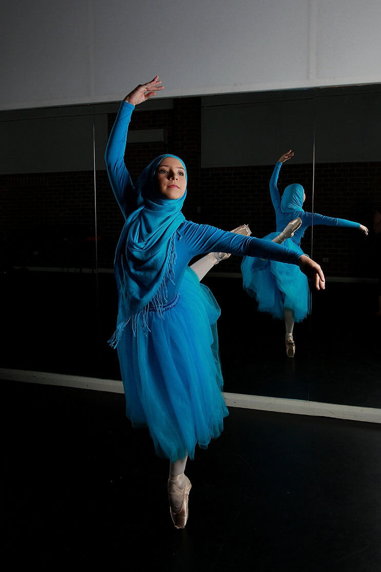 bailarina-con-un-hiyab-nos-muestra-como-esta-danza-y-la-cultura-pueden-emerger-3