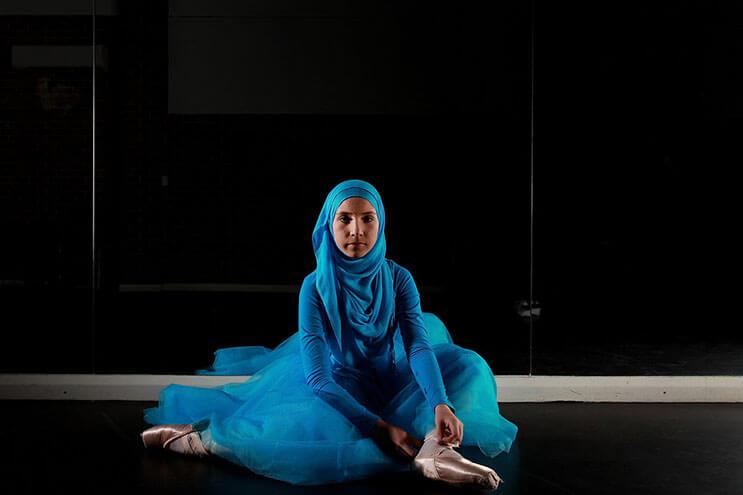 bailarina-con-un-hiyab-nos-muestra-como-esta-danza-y-la-cultura-pueden-emerger-7