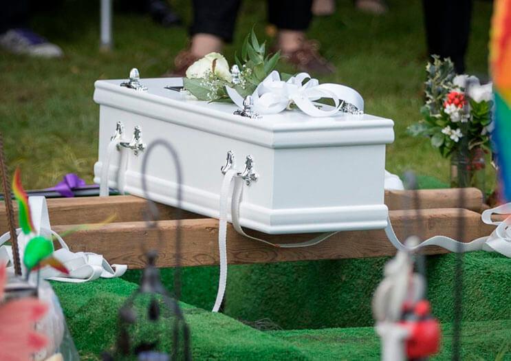 cientos-de-personas-acudieron-al-funeral-de-esta-nina-que-fue-dejada-a-su-suerte-en-plena-calle-1