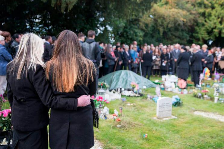 cientos-de-personas-acudieron-al-funeral-de-esta-nina-que-fue-dejada-a-su-suerte-en-plena-calle-5