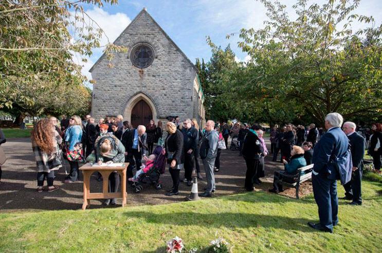 cientos-de-personas-acudieron-al-funeral-de-esta-nina-que-fue-dejada-a-su-suerte-en-plena-calle-7