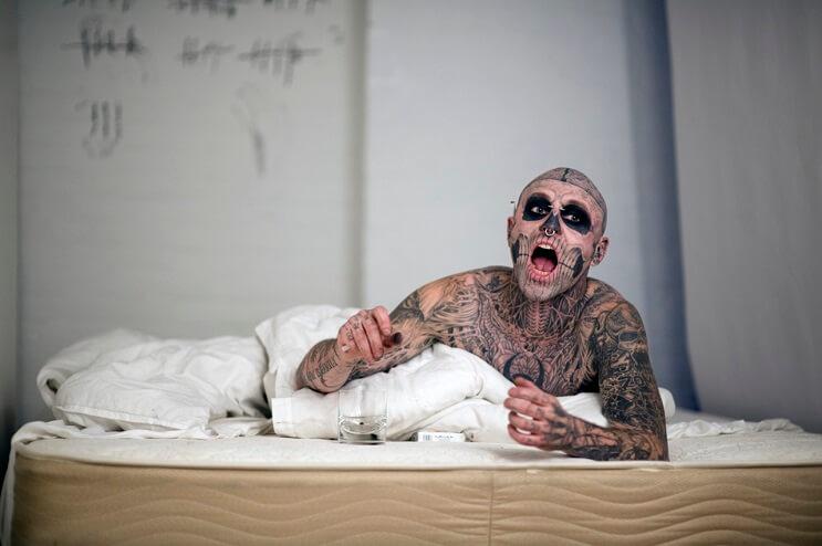 conoce-a-rick-genest-el-hombre-con-mas-tatuajes-en-el-mundo-09