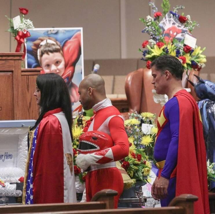 el-funeral-de-este-nino-estuvo-lleno-de-superheroes-por-una-emotiva-razon-2-1