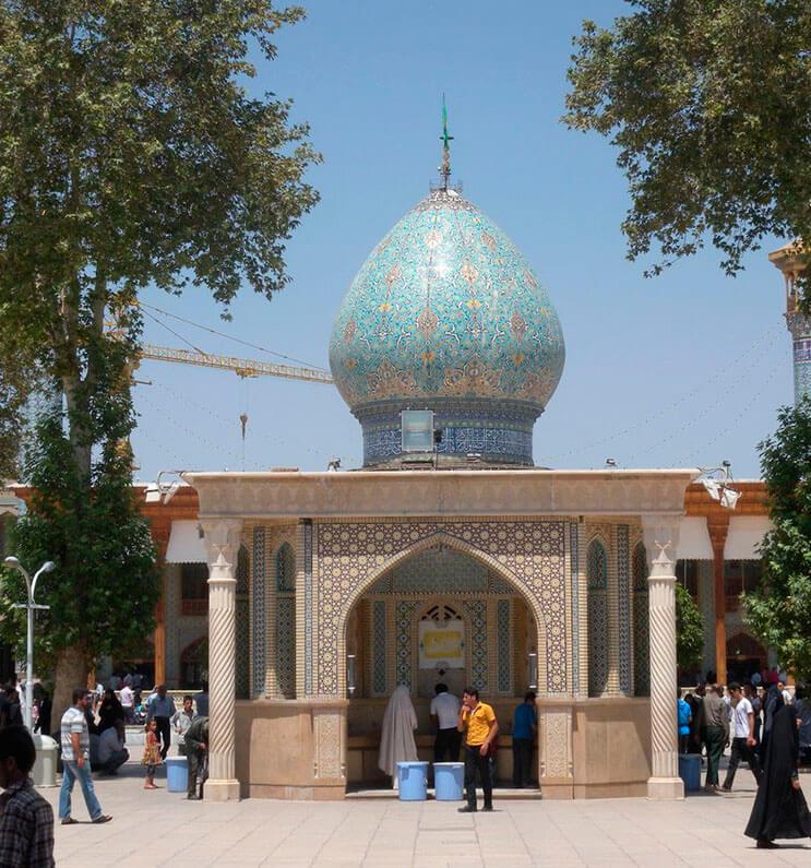 el-interior-de-esta-mezquita-en-iran-le-da-otro-significado-a-la-belleza-1