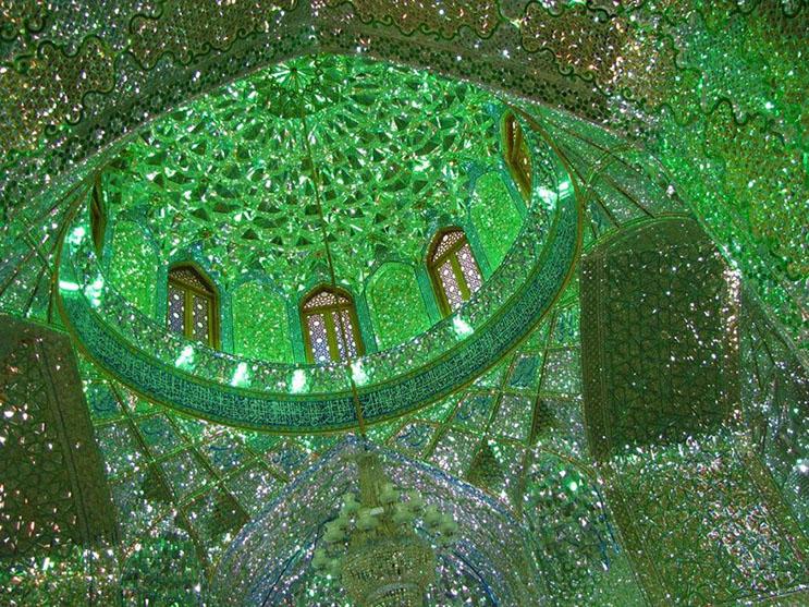 el-interior-de-esta-mezquita-en-iran-le-da-otro-significado-a-la-belleza-3
