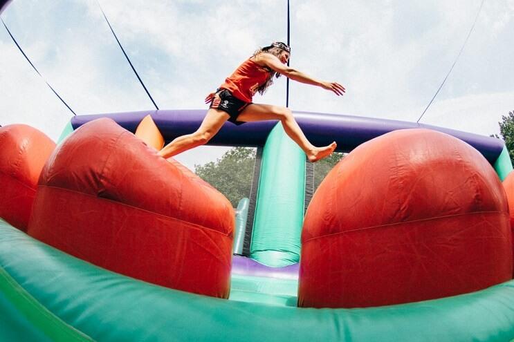 el-juego-inflable-que-los-adultos-querran-tener-en-sus-casas-camino