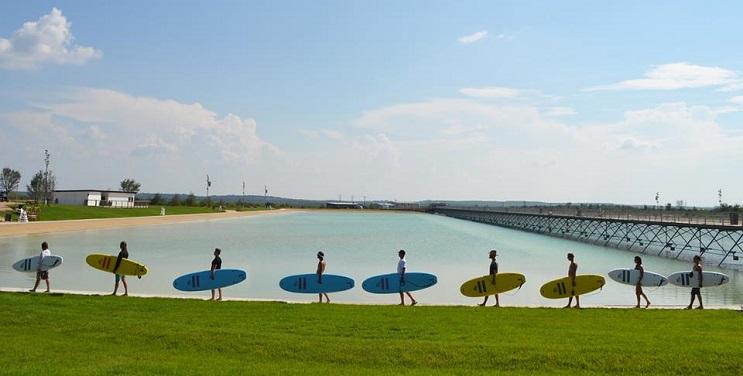 el-primer-parque-de-surf-de-norteamerica-ya-esta-aca-surf