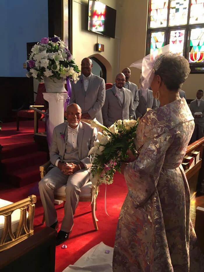 esta-abuela-se-volvio-a-casar-a-los-86-anos-con-un-vestido-hecho-por-ella-misma-altar