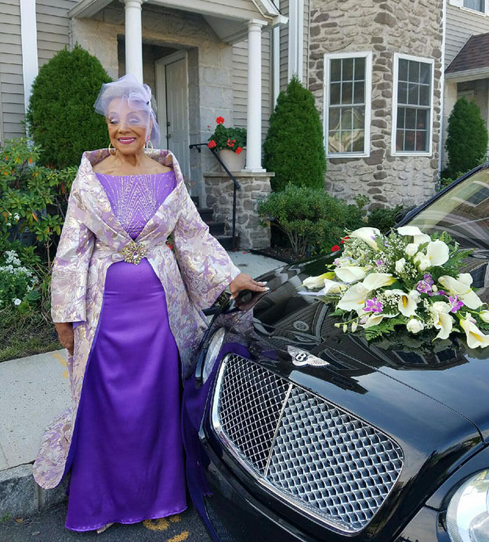 esta-abuela-se-volvio-a-casar-a-los-86-anos-con-un-vestido-hecho-por-ella-misma-vehiculo