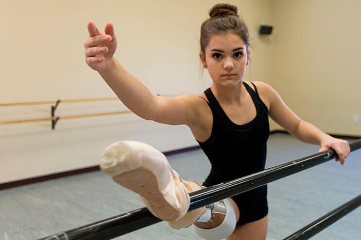 esta-adolescente-perdio-una-pierna-pero-eso-no-fue-suficiente-para-cumplir-su-sueno-4