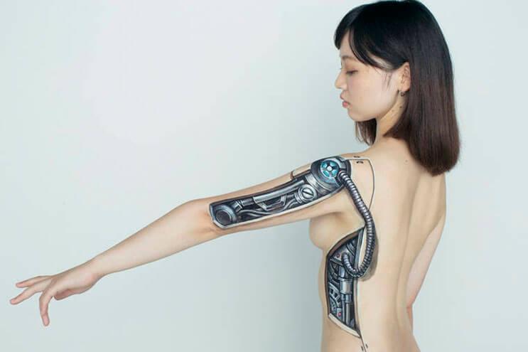 esta-artista-hace-con-su-cuerpo-escenas-que-salen-de-la-realidad-5