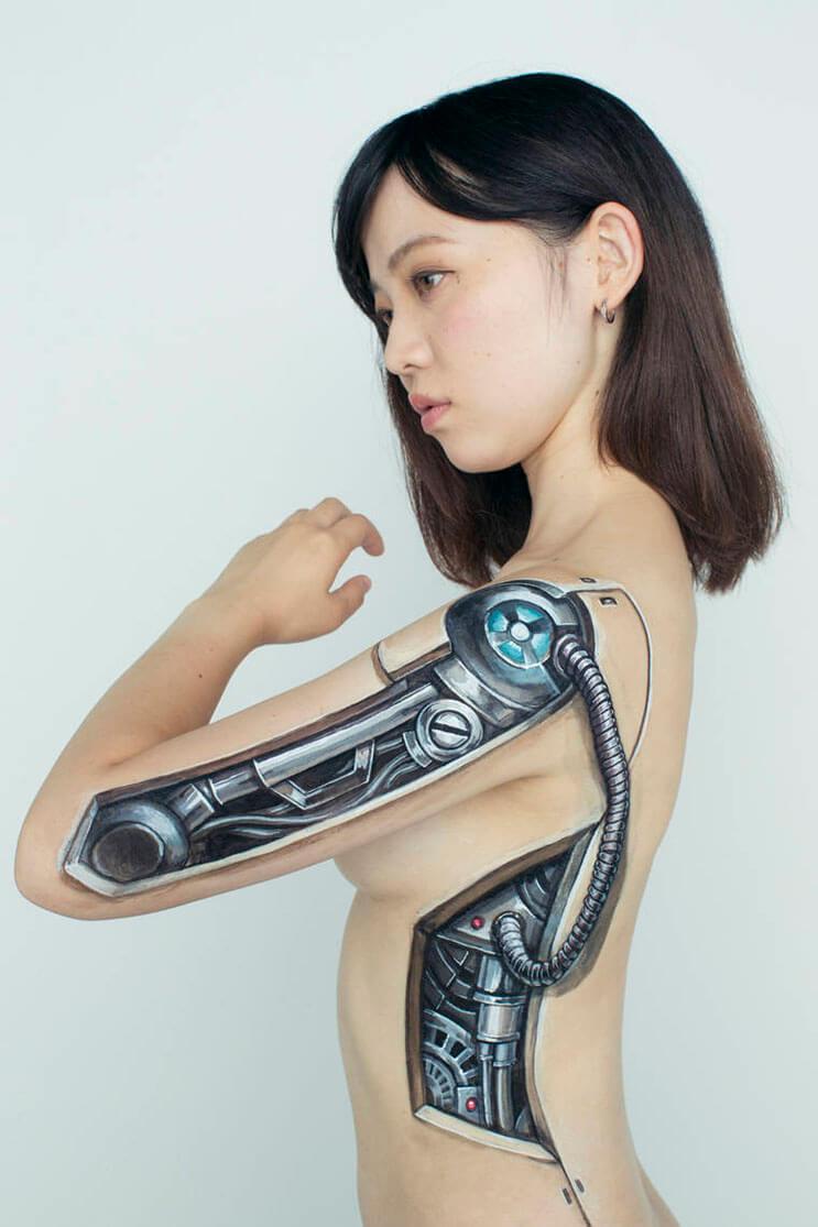 esta-artista-hace-con-su-cuerpo-escenas-que-salen-de-la-realidad-8