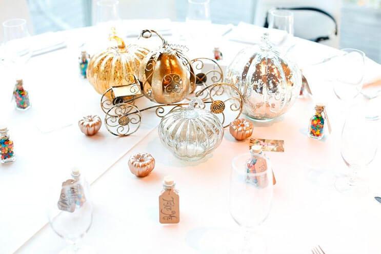 esta-boda-tuvo-un-adorno-de-disney-diferente-en-cada-centro-de-mesa-6