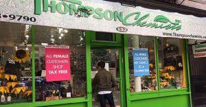 Esta farmacia cobra un 7% adicional a los hombres para dar un importante mensaje