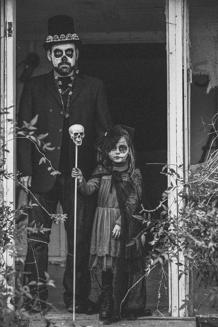 esta-fotografa-hace-con-su-hija-y-esposo-las-fotos-mas-alucinantes-para-halloween-1