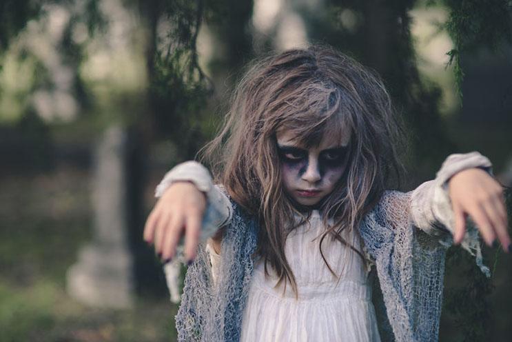 esta-fotografa-hace-con-su-hija-y-esposo-las-fotos-mas-alucinantes-para-halloween-10