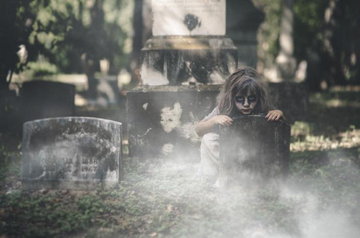 esta-fotografa-hace-con-su-hija-y-esposo-las-fotos-mas-alucinantes-para-halloween-12